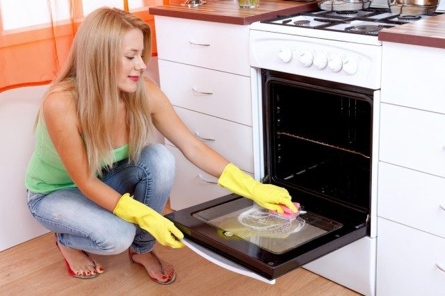 11 эффективных способов очистки духовки