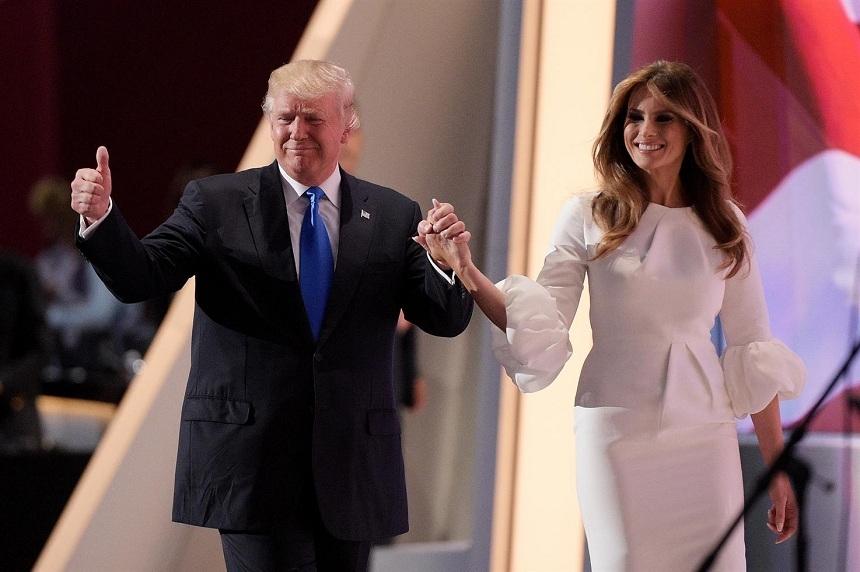 Ральф Лорен и Карл Лагерфельд борются за право раздеть первую леди США Меланию Трамп