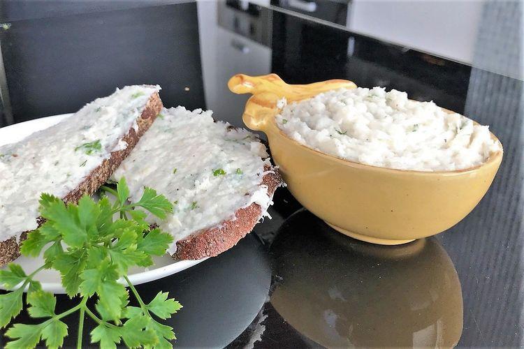 """Оригинальная украинская закуска """"Сало с чесноком и зеленью"""""""
