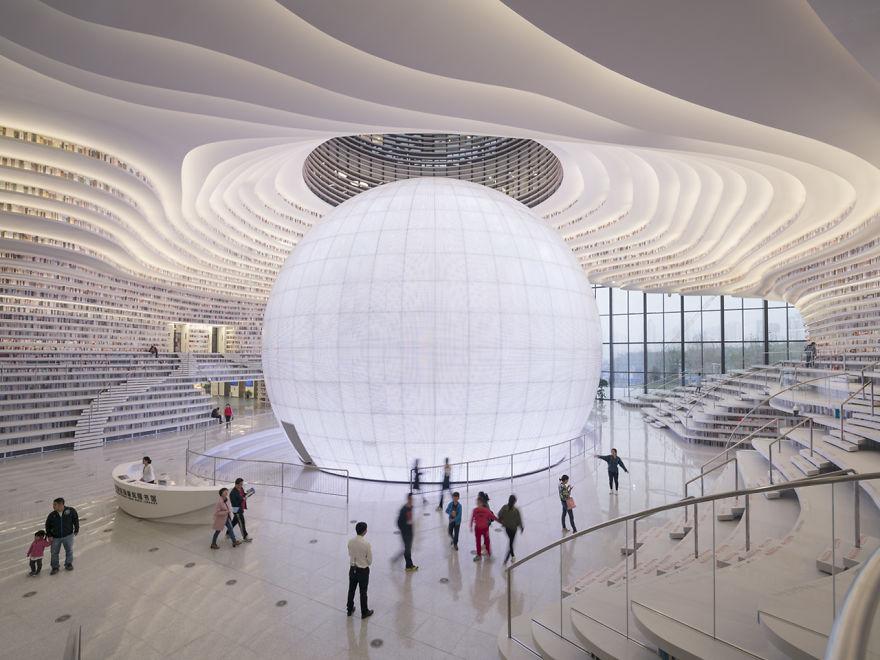 Китай открывает самую крутую в мире библиотеку на 1,2 миллиона книг и  захватывающим интерьером