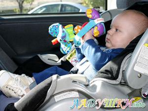 Ребенок в автомобильном кресле