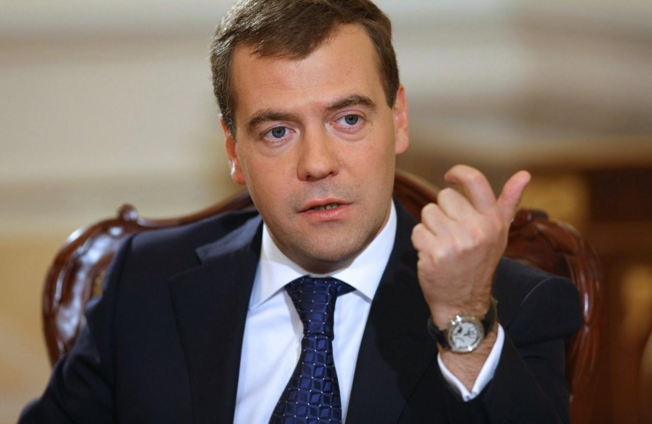 """Медведев назвал """"чушью"""" компромат на него, а митинги - акциями ради """"шкурных целей"""""""