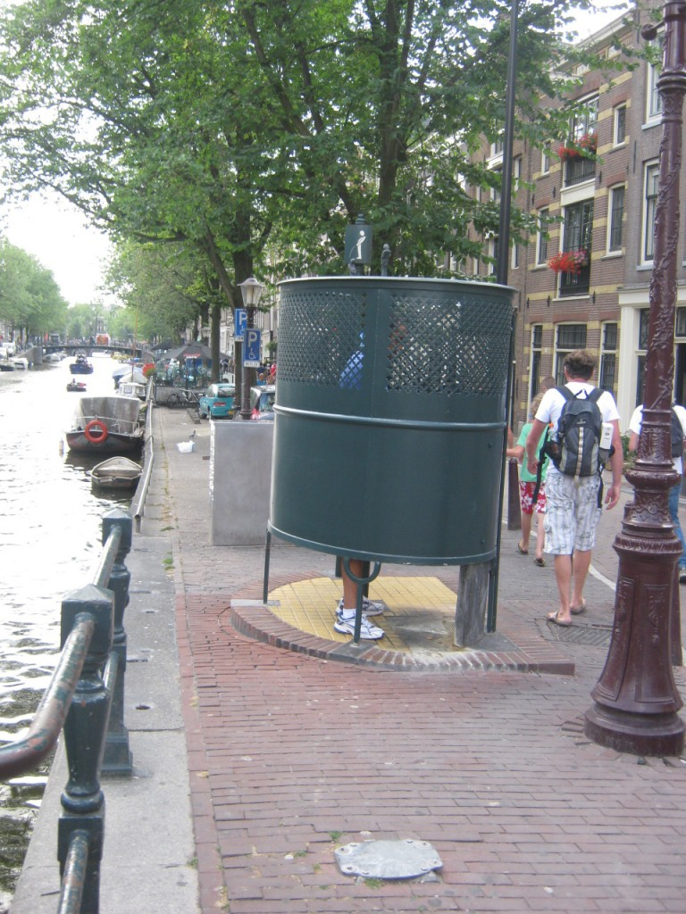 Мужской туалет на улице Амстердама