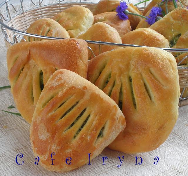 Кармашки с молодой капустой и зеленым луком