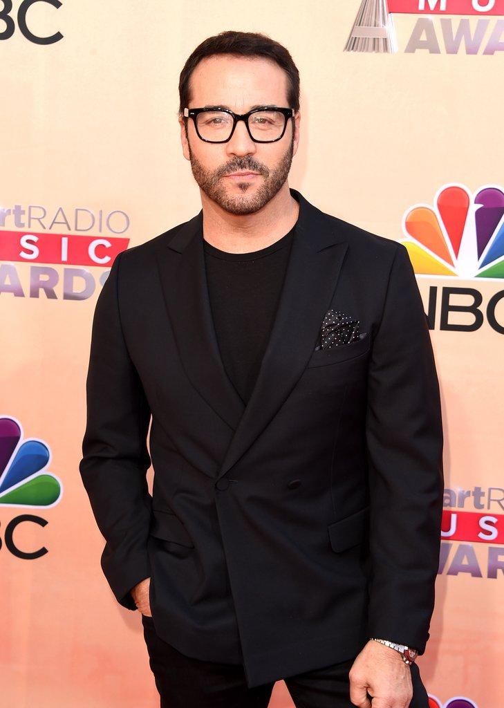В Лос-Анджелес звезды пролились на церемонии музыкальных наград iHeartRadio Music Awards