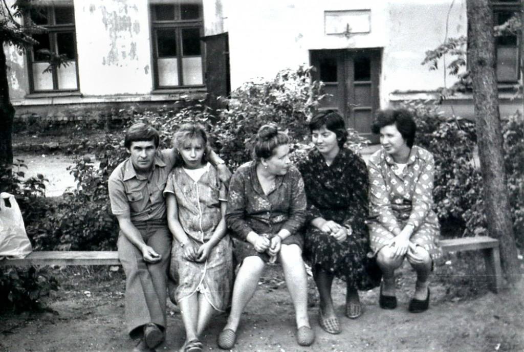 У роддома. 1983 год.