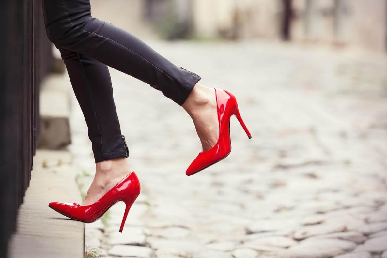 Это работает! 7 действительно полезных советов, как ходить на каблуках