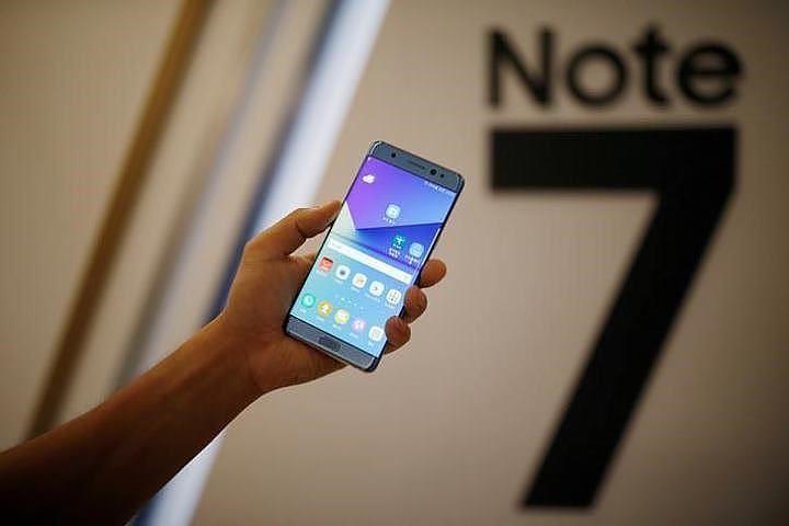 После скандала со взрывоопасными смартфонами Samsung откажется от Note навсегда
