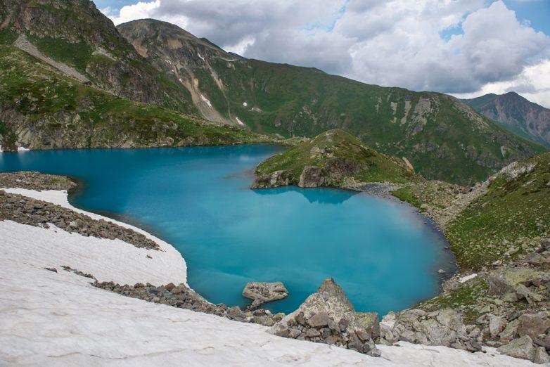 Кусочек неба, упавший в горы: озеро Закан