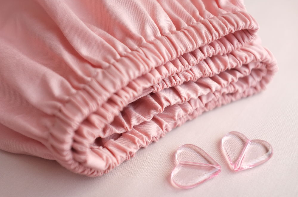 Шьем из натуральной ткани простыню на резинке