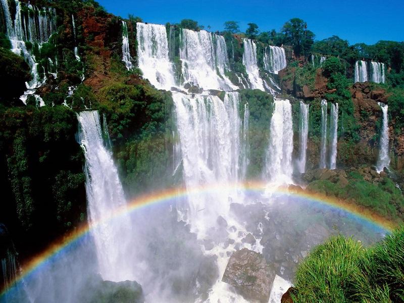 Радуга у водопадов Игуасу. Аргентина, Бразилия. Фото