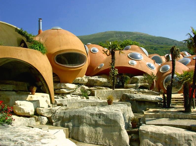 Пузырчатый дом Пьера Кардена