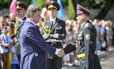 Порошенко наградил орденами летчиков Воздушных сил Украины
