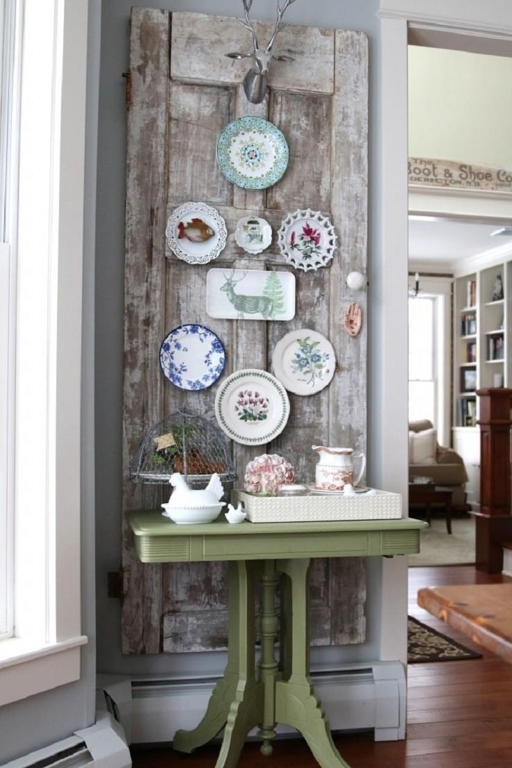 Если очень хочется повесить на видное место тарелочки из путешествий, но жалко стену, сделайте из двери доску для украшений двери, полезные советы, своими руками, сделай сам, фото