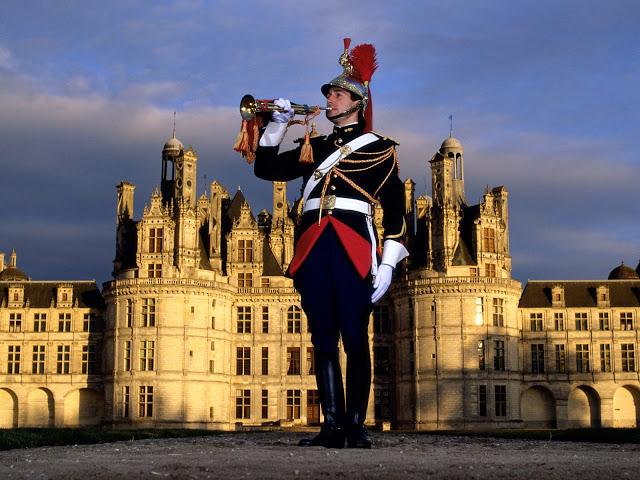 http://4.bp.blogspot.com/-TTDReMXF4wY/TbspqNd3s1I/AAAAAAAALHU/IZ6yHGjP0kk/s640/Chateau-De-Chambord-France-1-1600x1200.jpg