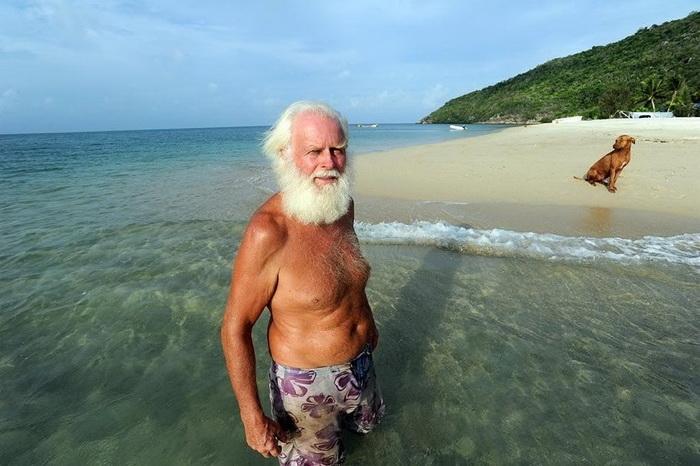 Робинзон нашего времени: после банкротства миллионер прожил 20 лет на необитаемом острове