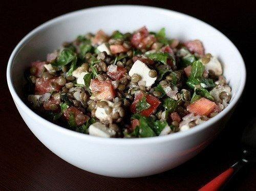 Белковый диетический салат с чечевицей
