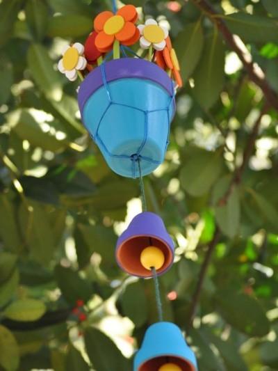 Цветочный мобиль из горшочков и цветов из фоамирана