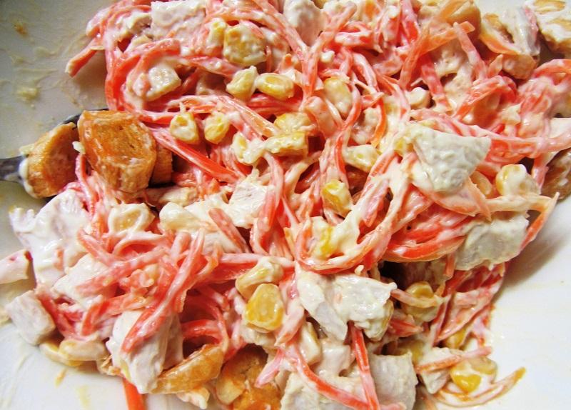 Салат с куриной копченой грудкой и корейской морковью