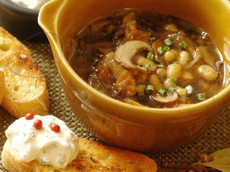 Суп с фасолью и белыми грибами рецепт