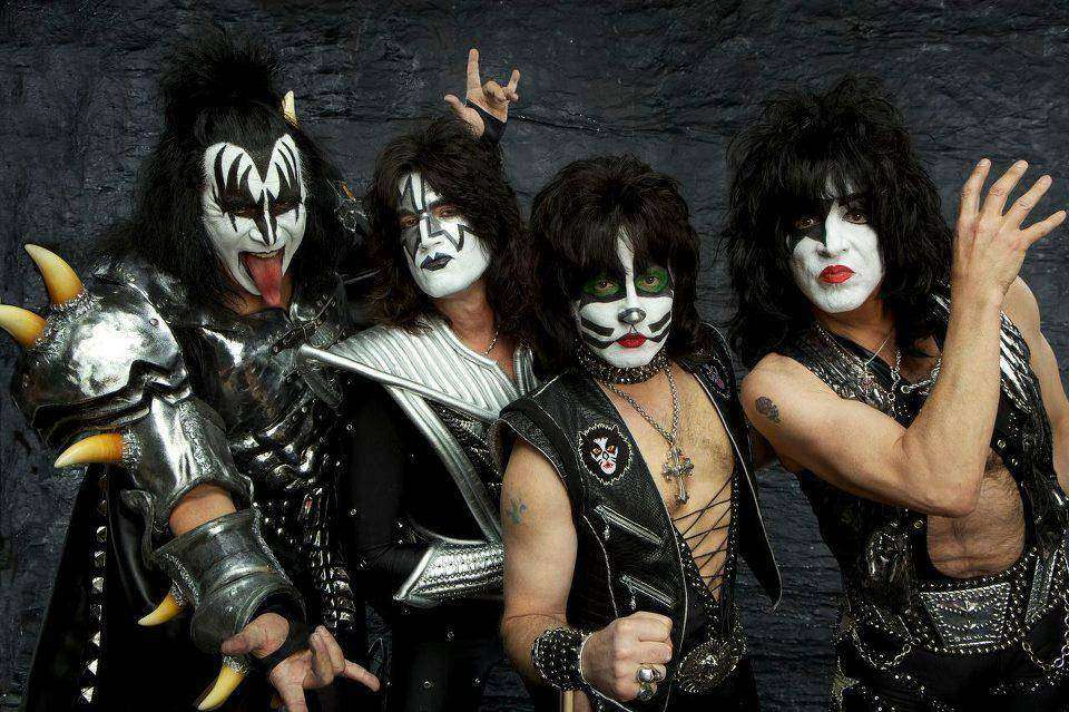 Как группа KISS гримируется перед концертами