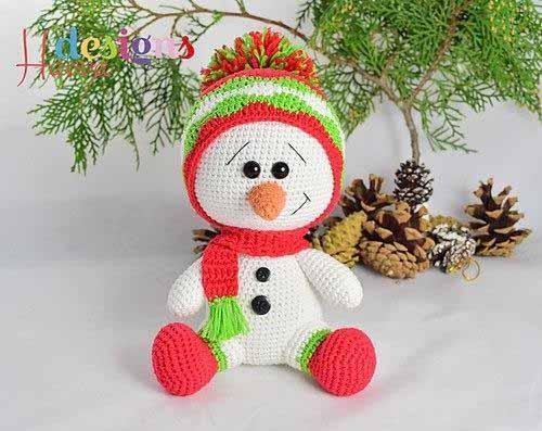 снеговик в шапке крючком