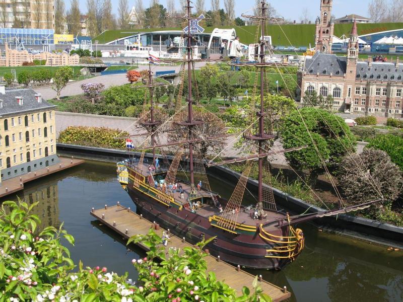 Судно De Amsterdam в миниатюре. Парк Мадюродам. Фото
