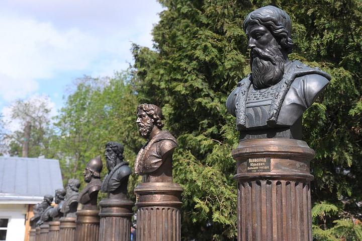В центре Москвы появилась Аллея правителей