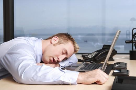 Из-за сужения или перекрывания дыхательных путей наступает кратковременная нехватка кислорода, что плохо сказывается на работе мозга и организма в целом