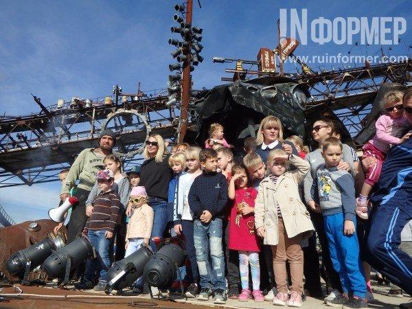 Хирург организовал для детей Севастополя волшебный парад, Кажанов сделал для детей стакан желчи (ВИДЕО)