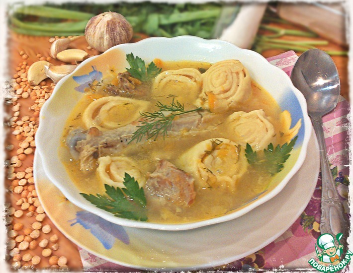 Рецепт: Гороховый суп с чесночными рулетиками