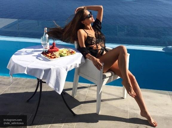 Петербургская модель Виктория Одинцова показала все прелести своего тела
