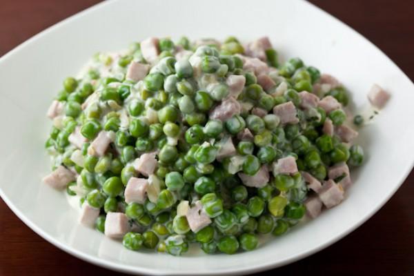 Салат из ветчины и зеленого горошка