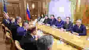 Россия между двух огней