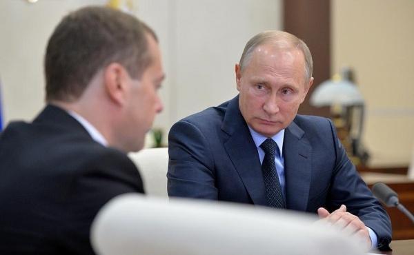 """Всё правильно делает! """"Владимир Путин приближает к себе друзей, а врагов - делает еще ближе"""""""