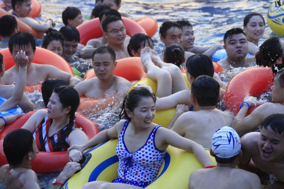 Аншлаг в китайских аквапарках