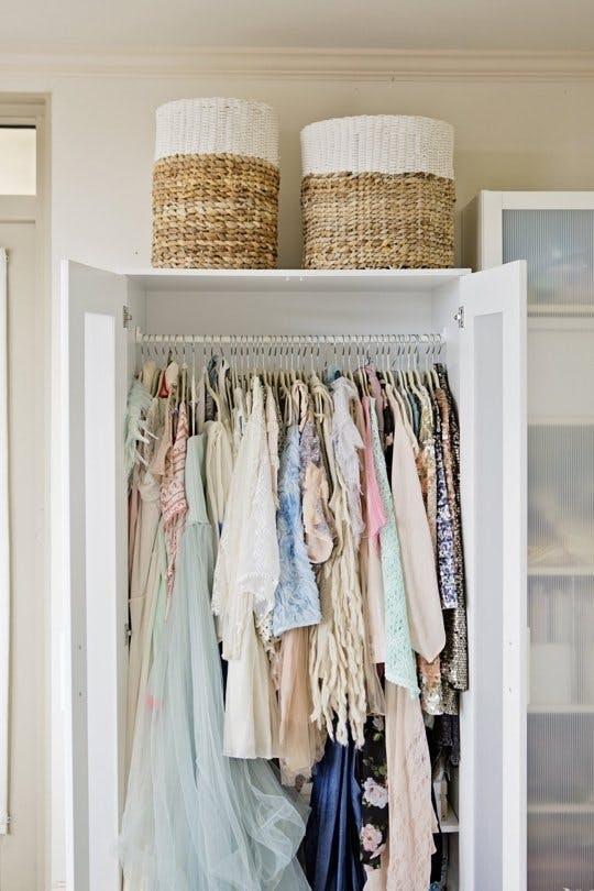 Как навести порядок в шкафу: 10 советов, полезных каждому