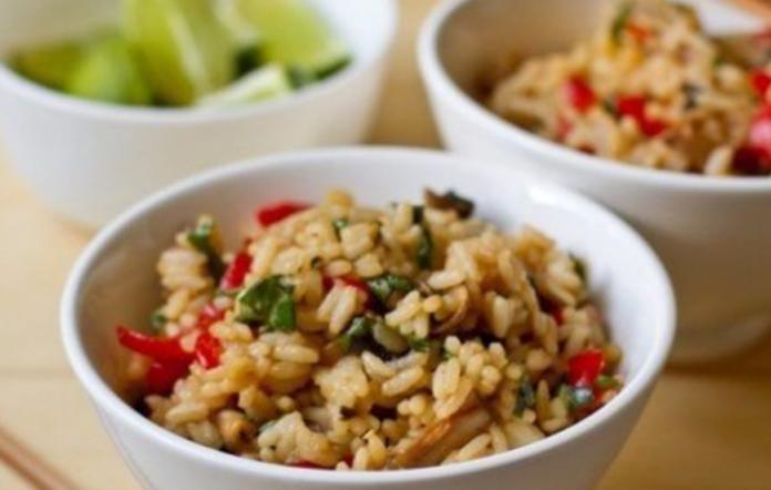 Жаренный рис с овощами в тайском стиле: Легко и невероятно вкусно!