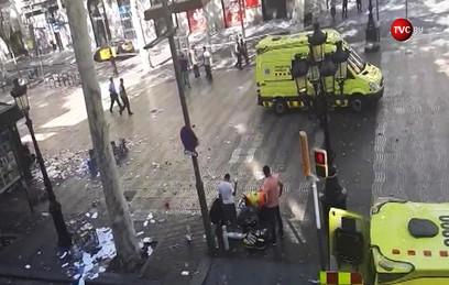 Фургон въехал в толпу людей в центре Барселоны