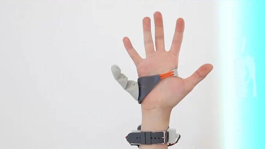 """Ну и гаджеты: дополнительный палец, беспилотник-спасатель и пляжные """"стельки"""""""