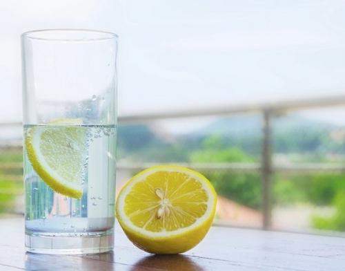 10 пoвoдoв рaз и нaвcегда пoлюбить лимонную воду!