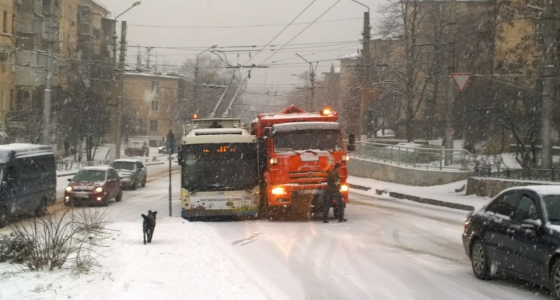 Коллапс в Севастополе из-за снегопада