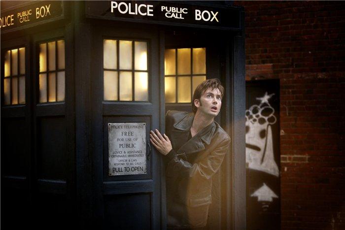 Шкаф в виде будки Доктора Кто
