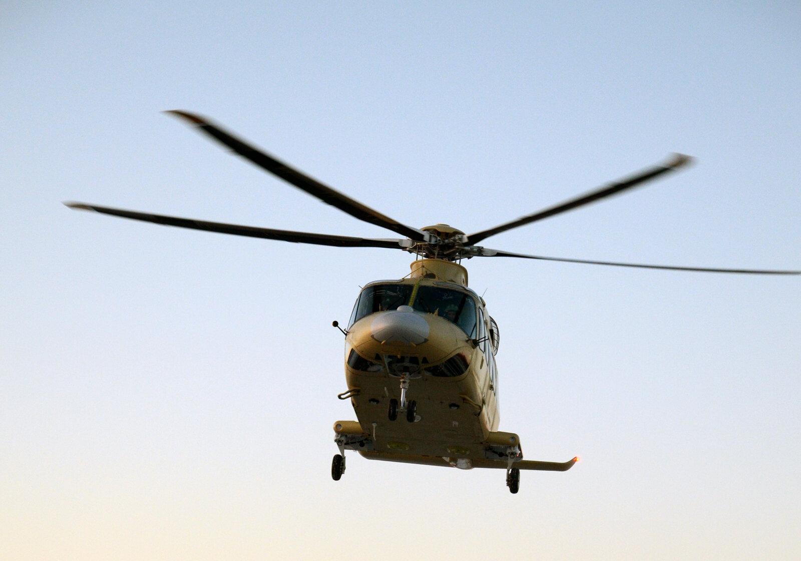 Для тех, кто не знает, вертолетить - это ужасное состояние, когда кружится голова и картинка в глазах кружится вслед