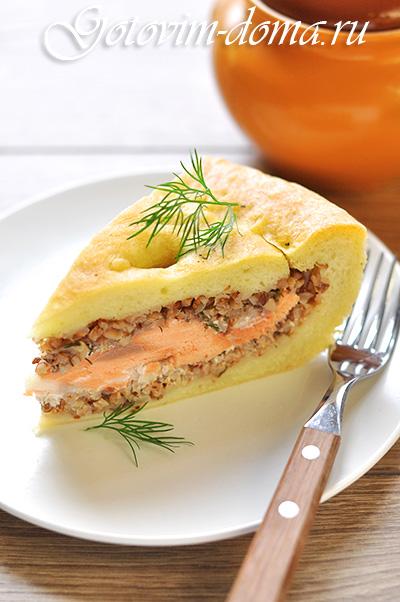 Дрожжевой пирог с гречкой и семгой