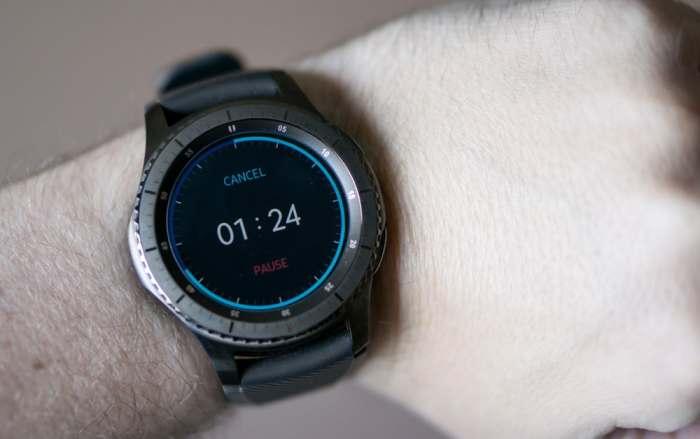 С привлекательным резиновым ремешком samsung galaxy watch имеют более спортивный вид.