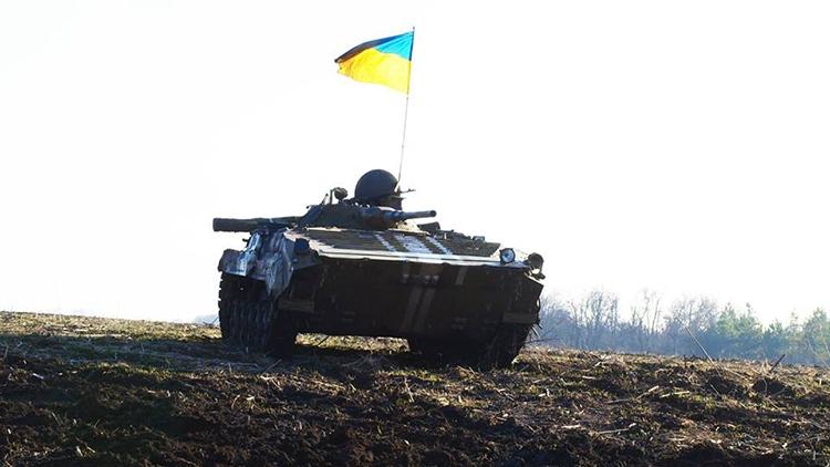 Танки ВСУ целят в Донецк, пьяные разборки бойцов АТО в Донбассе, огонь на юге ДНР