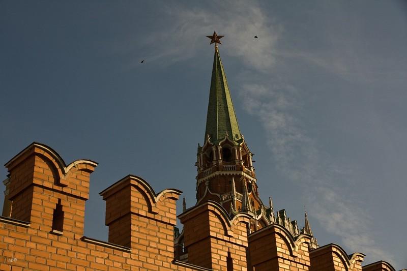 Почему зубцы кремлевской стены имеют форму буквы М зубцы, стена