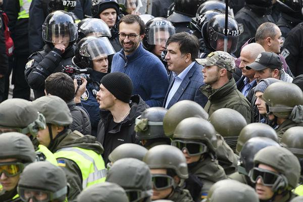 В партии Порошенко Саакашвили обвинили в попытке захвата власти
