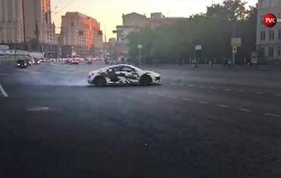 Автомобиль устроил дрифт на Садовом кольце. Видео